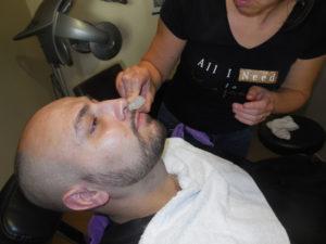 Pierre d'alun sur la barbe - Barbier à Coulonges
