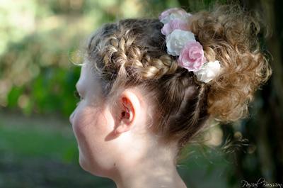 Chignon Tresse Pour Petite Fille Avec Mini Couronne De Fleurs